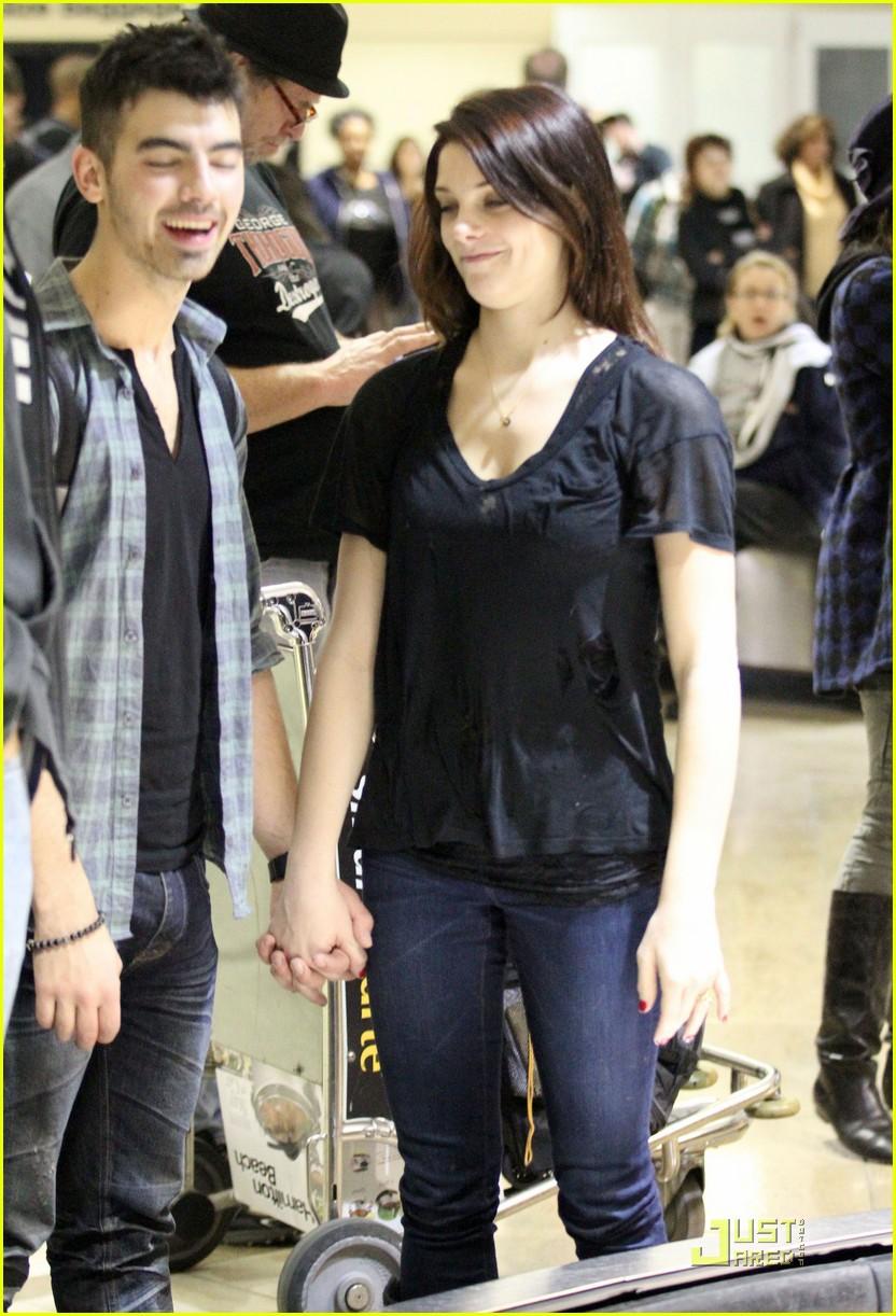 Ashley Greene Joe Jonas Lax Lovebirds Photo 398799 Photo
