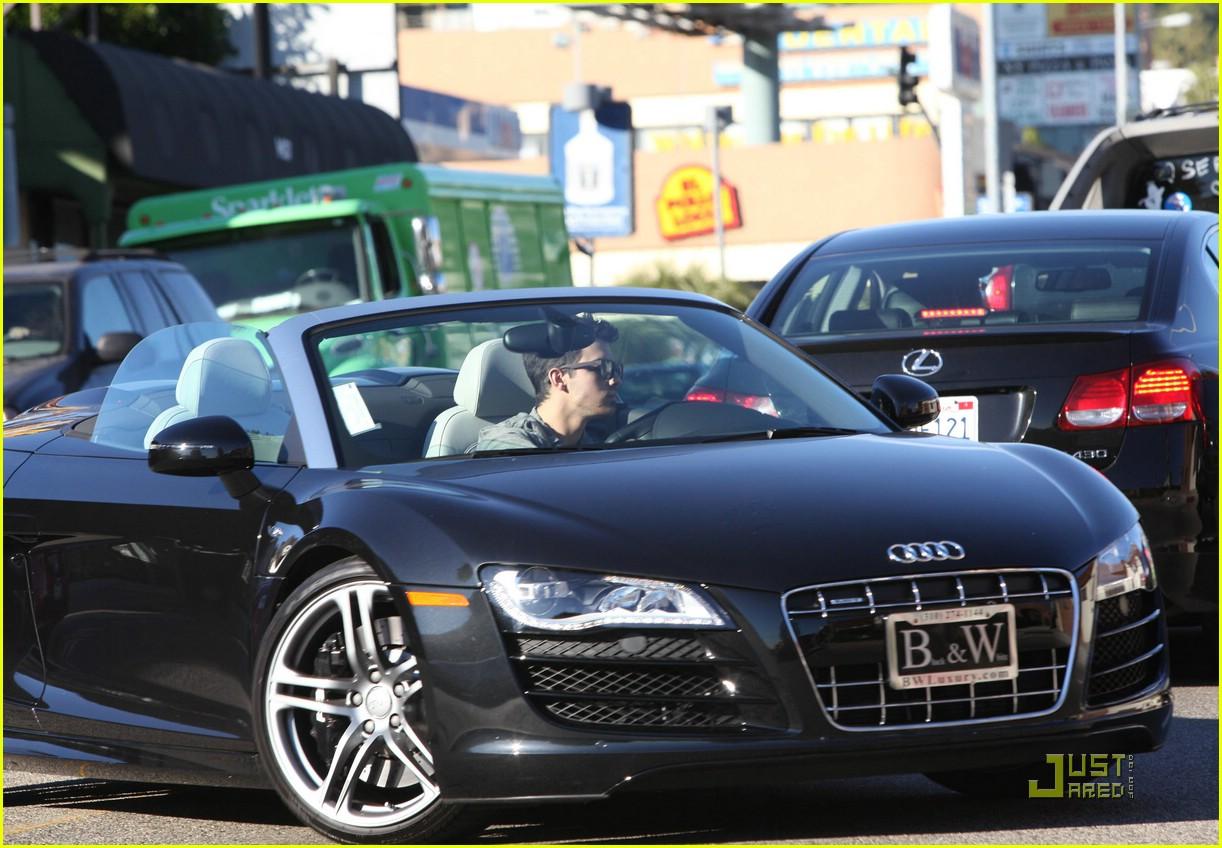Joe Jonas Pumps It Up Test Drives An Audi Photo Photo - Audi test drive