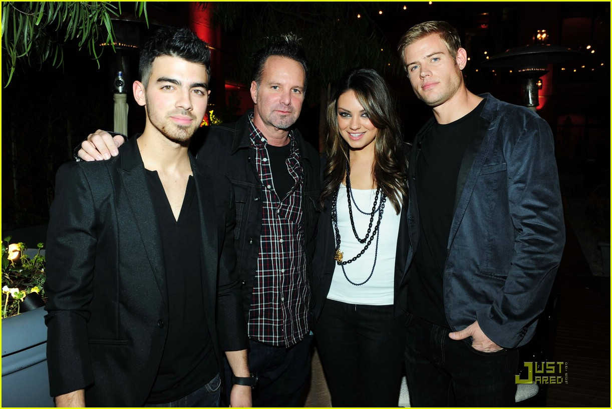 joe jonas sarahs nylon party 01