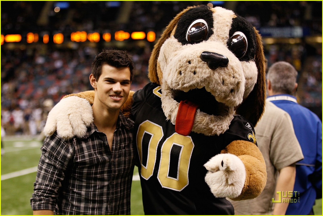 taylor lautner sunday saints 04