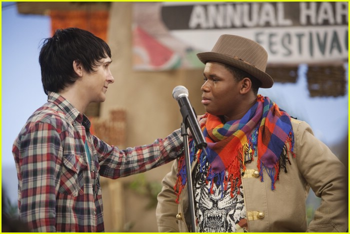 mitchel musso sings pair kings 08