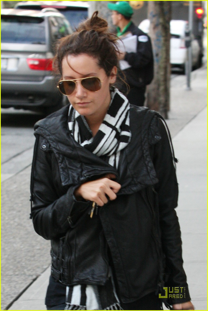 ashley tisdale bw scarf 04