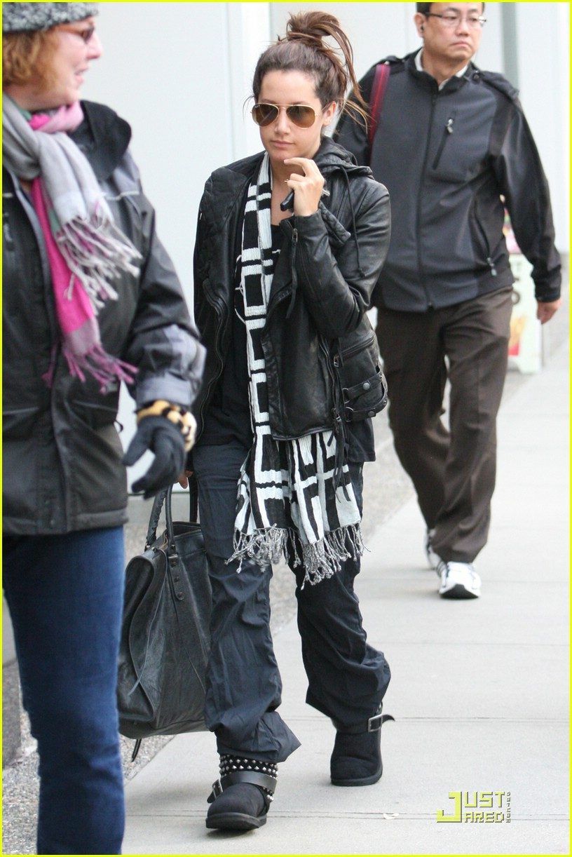 ashley tisdale bw scarf 07