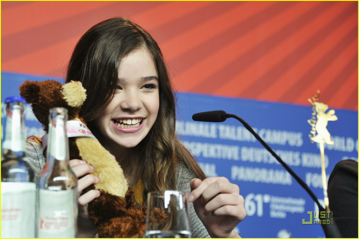 hailee steinfeld berlin beautiful 04