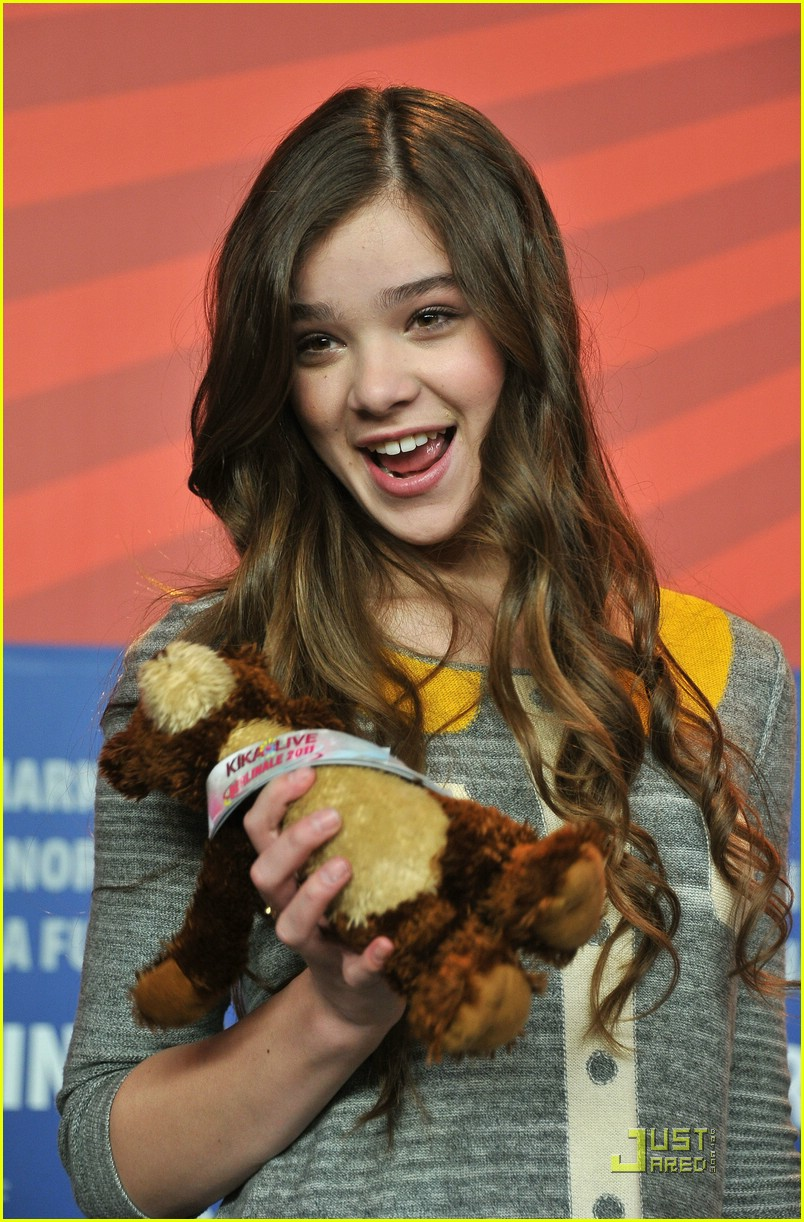 hailee steinfeld berlin beautiful 28