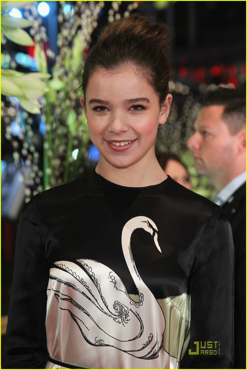 hailee steinfeld berlin beautiful 29