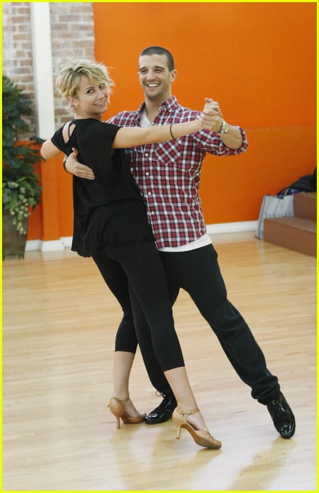 dancing with the stars 2011 chelsea and mark dating
