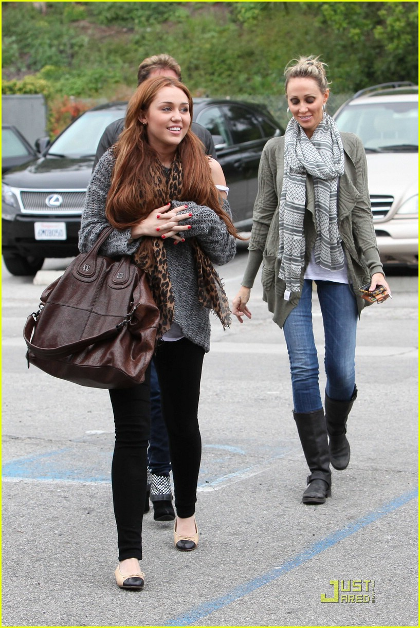 miley cyrus coffee family 03