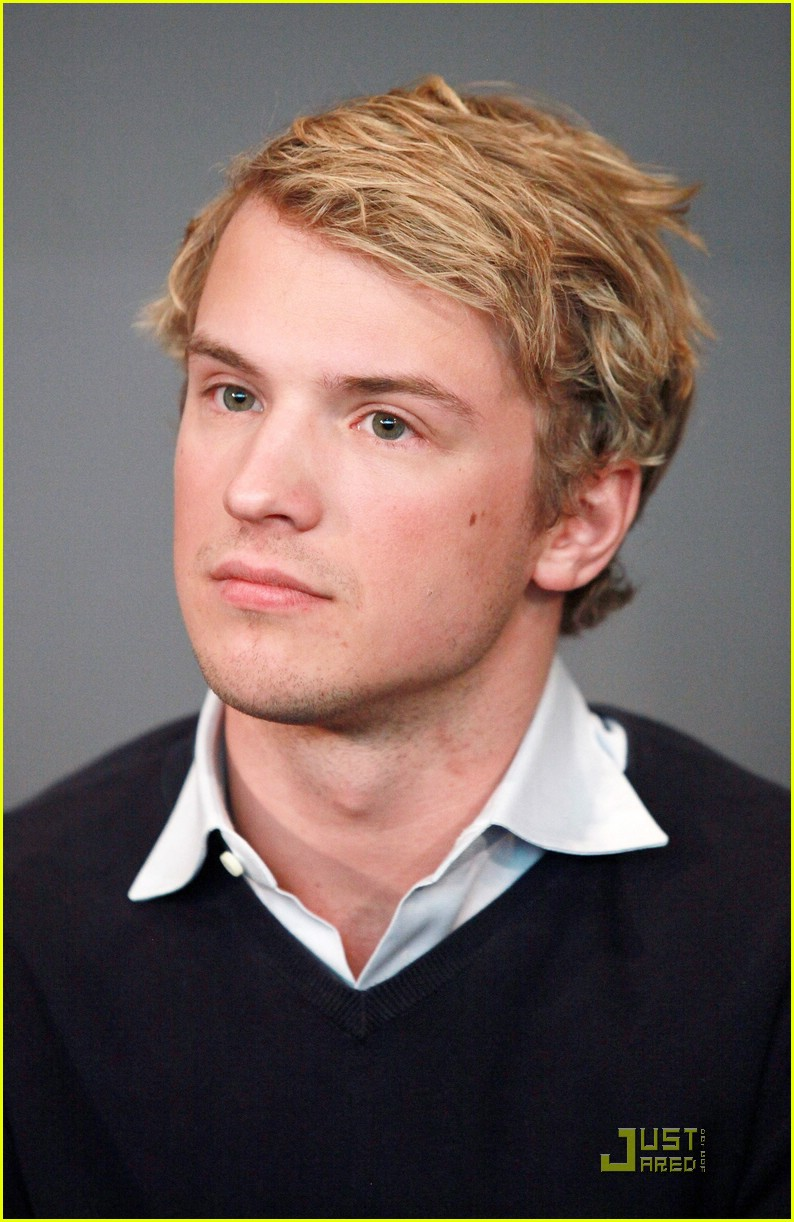 freddie stroma hp exhibition 01