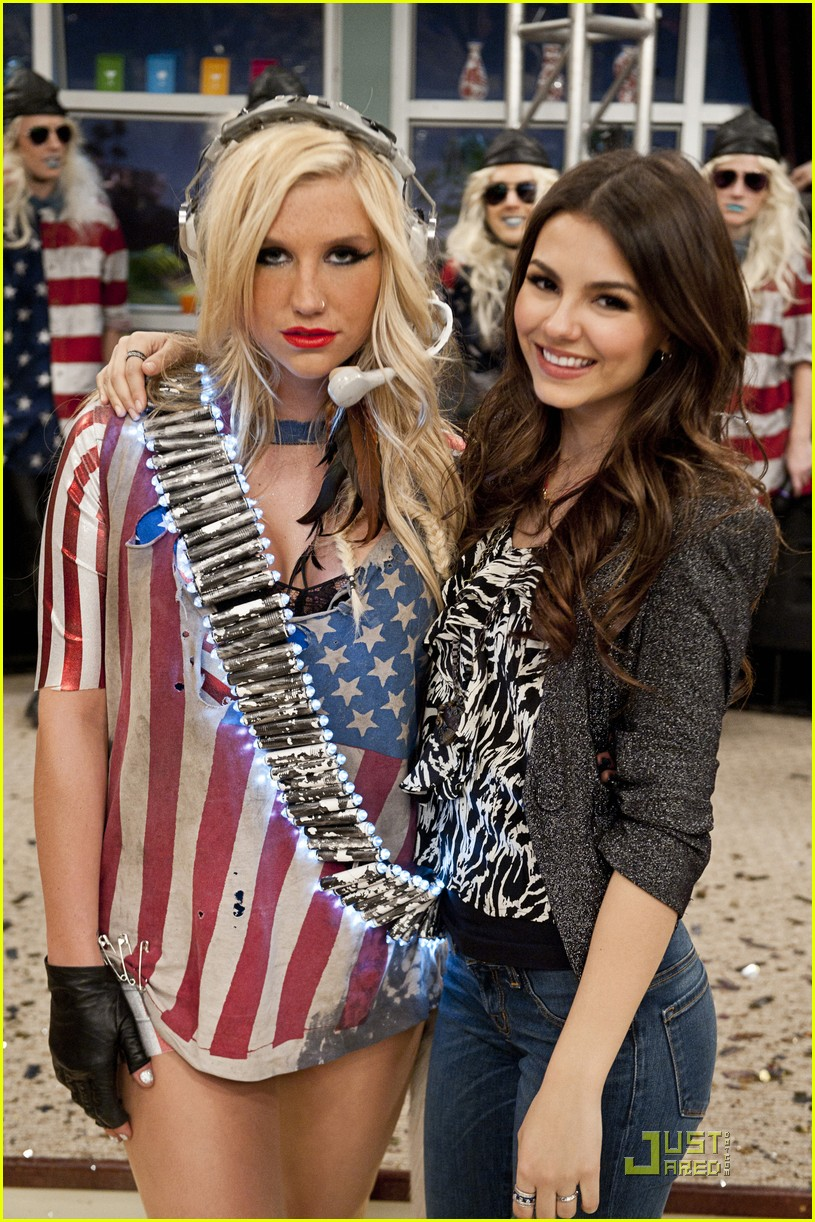 Keha Guest Stars On Victorious Photo 413668 Photo Gallery - Kesha-no-makeup