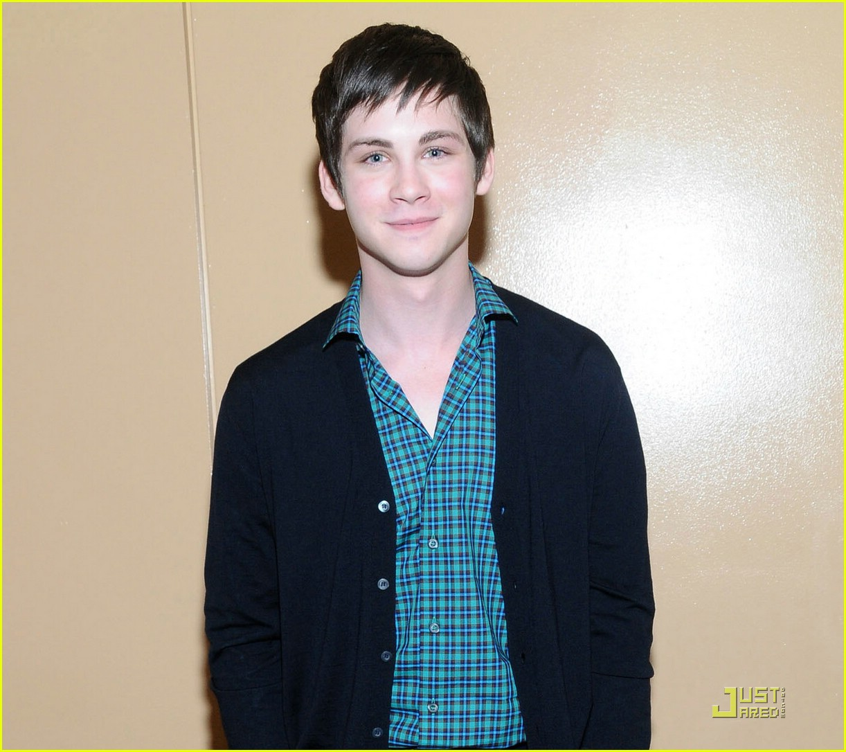 logan lerman wondercon 01