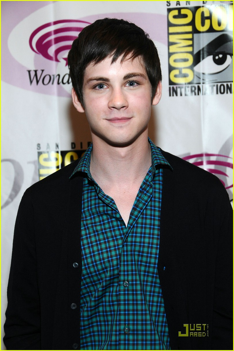 logan lerman wondercon 03
