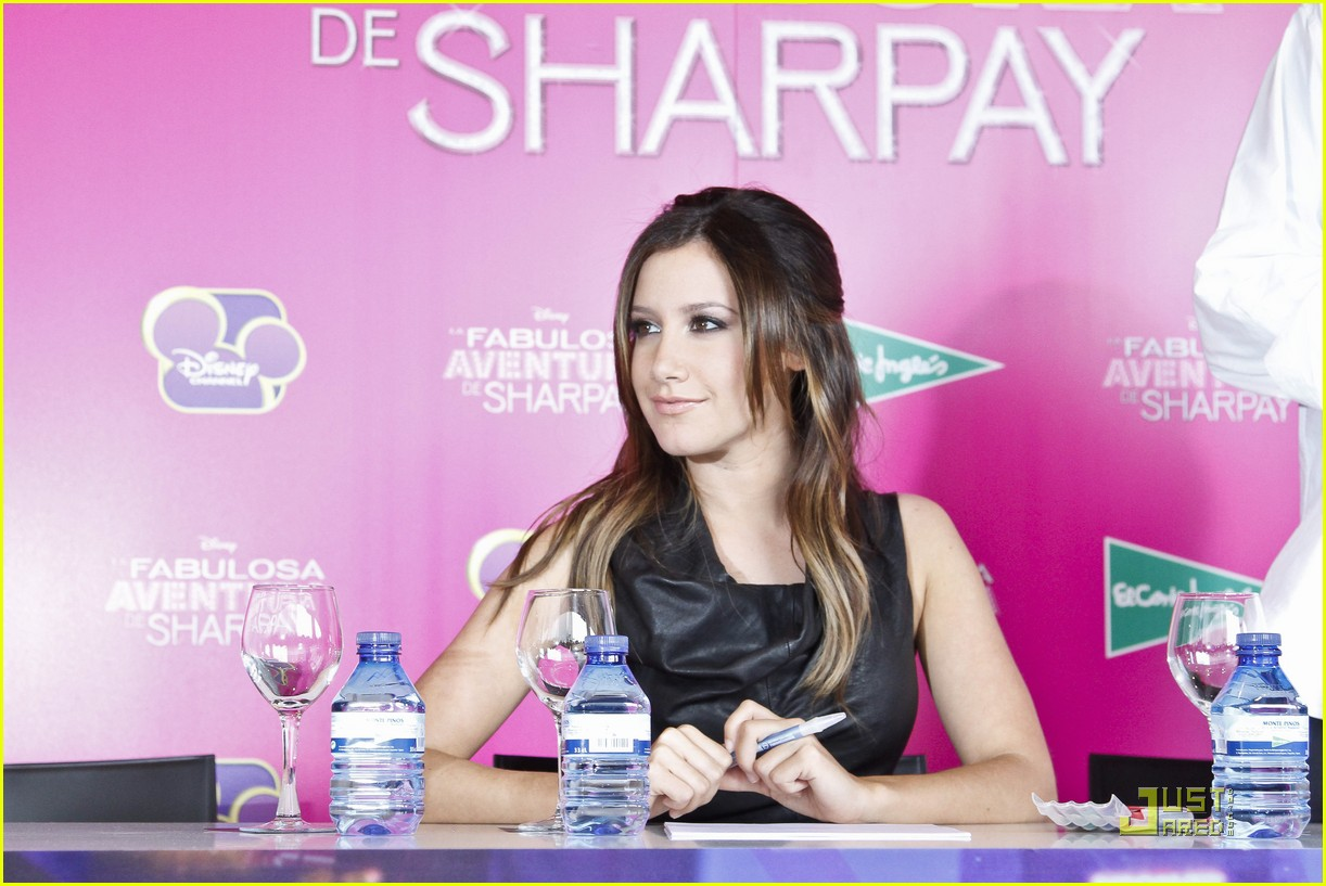 ashley tisdale sharpay signing 06