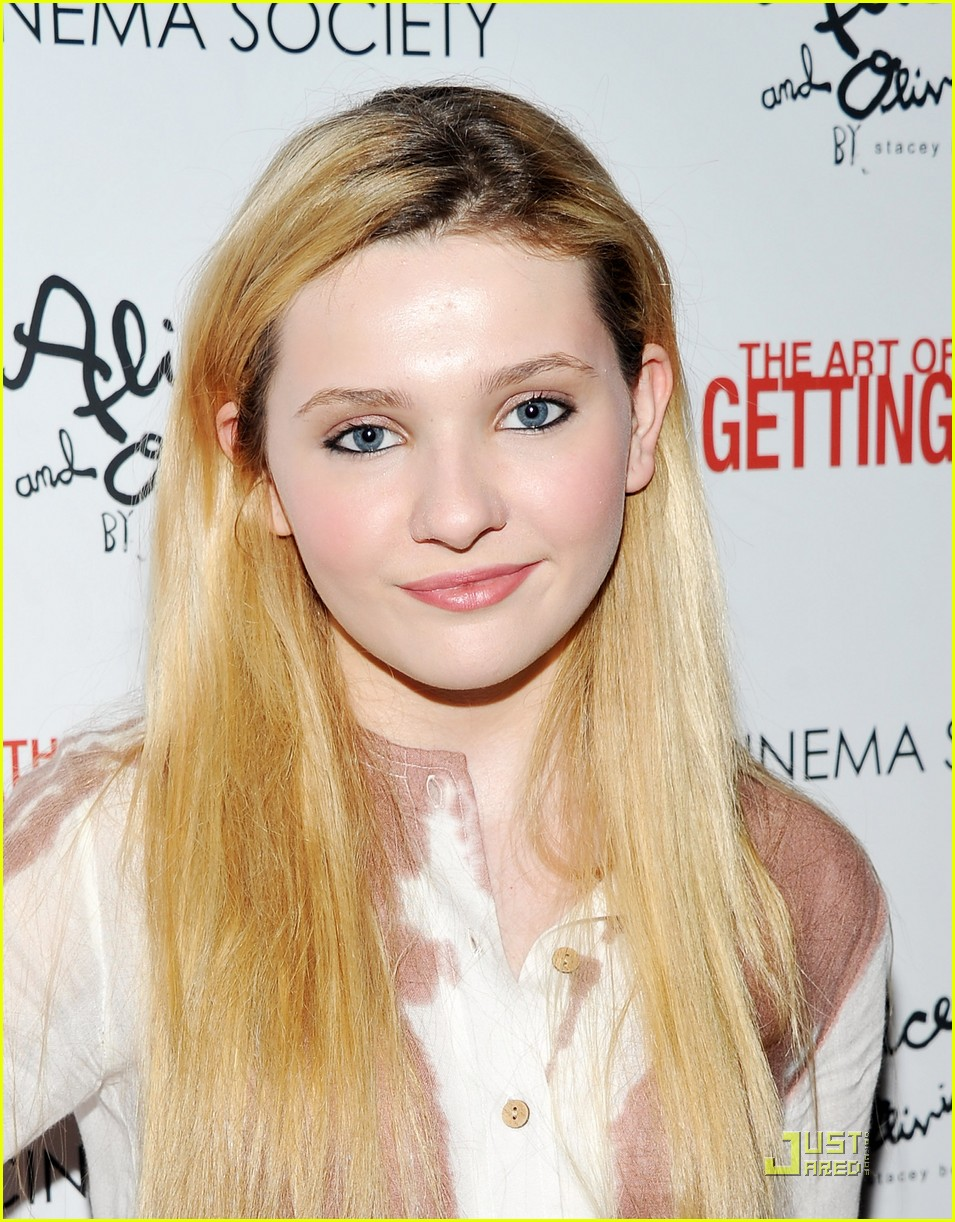 Abigail Breslin Gets By With Emma Roberts Photo 421959 Photo
