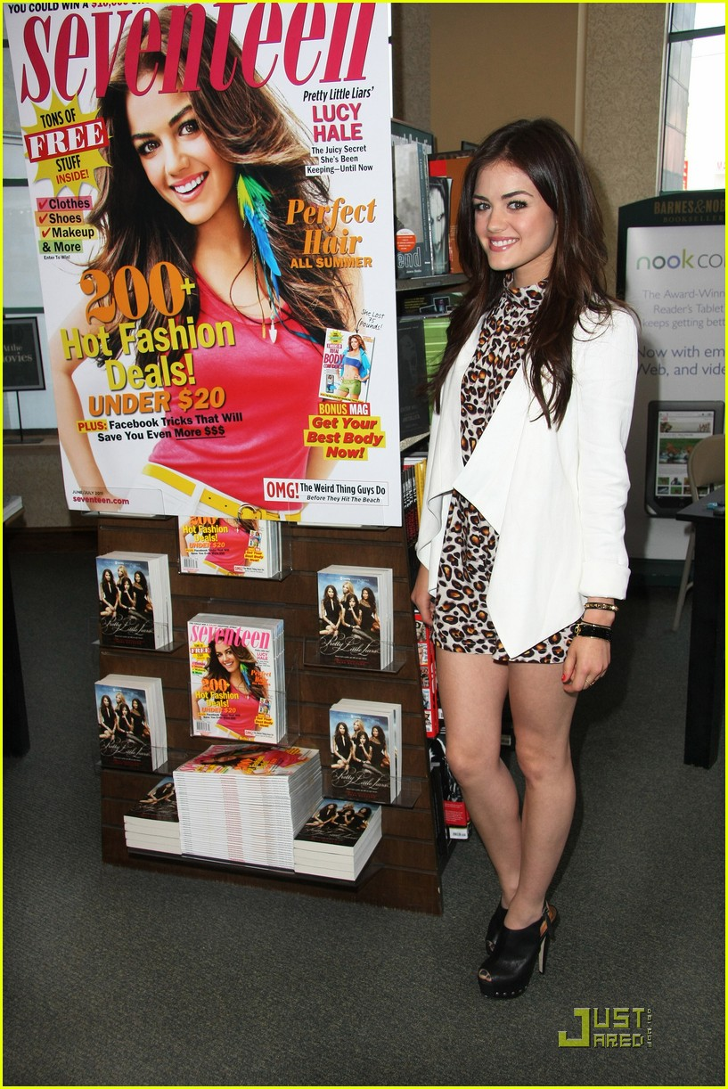 lucy hale seventeen signing 04