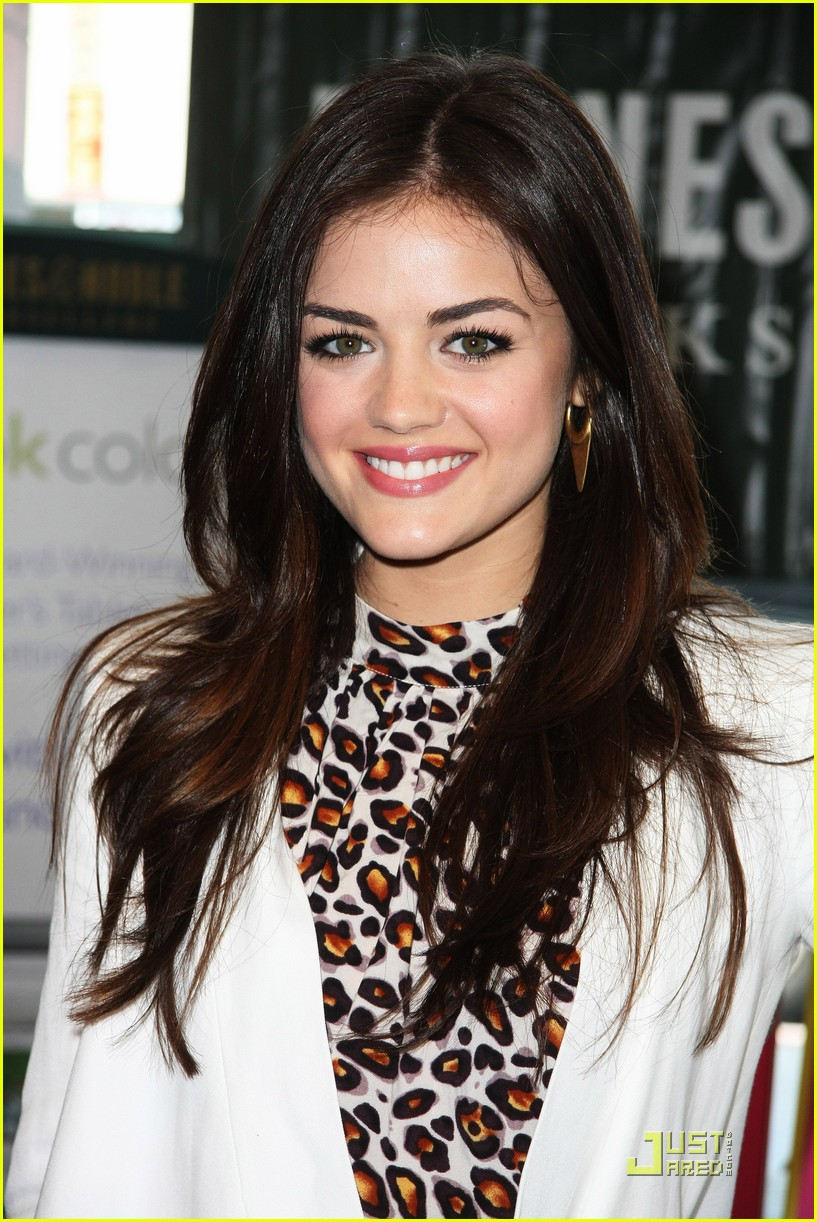lucy hale seventeen signing 05