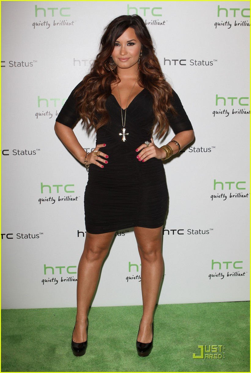 Demi lavato full body