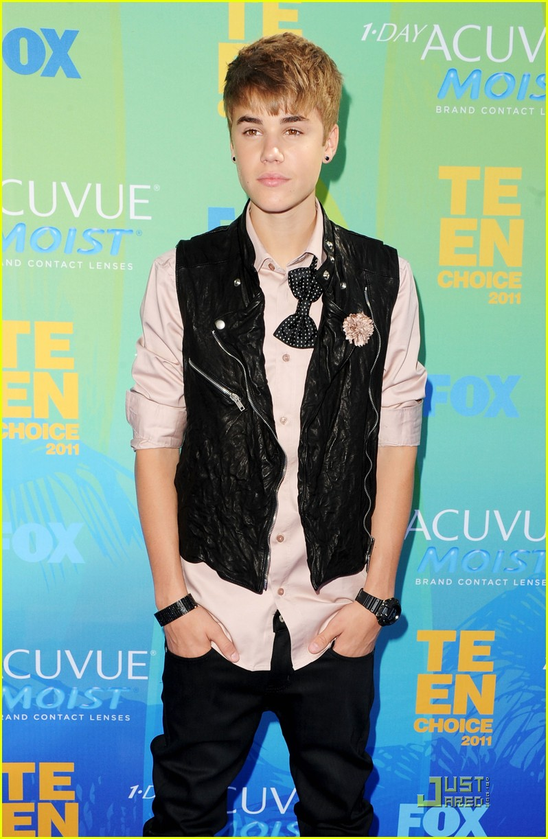 Justin Bieber - Teen Choice Awards 2011 Red Carpet | Photo ...