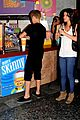 selena gomez justin bieber smoothie king sweeties 02
