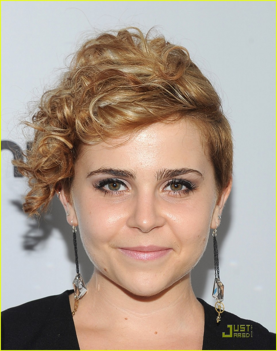 Mae Whitman New Blonde Hair Photo 429365 Photo Gallery Just