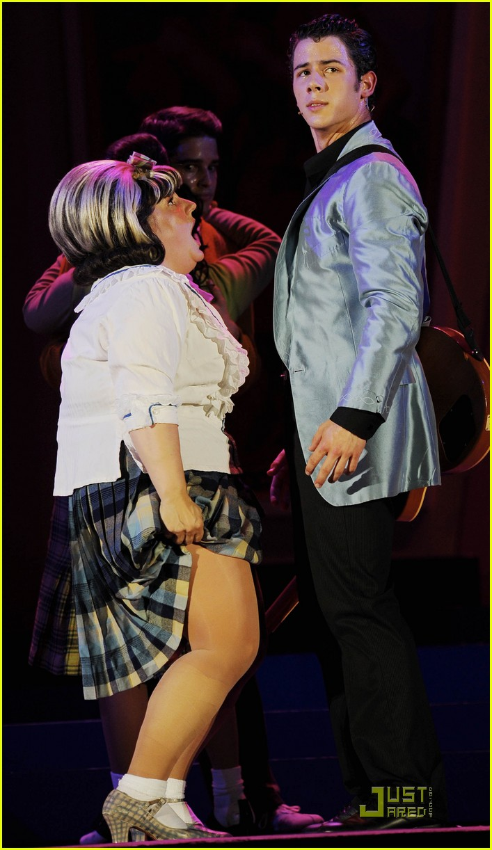 nick jonas hairspray friday 03