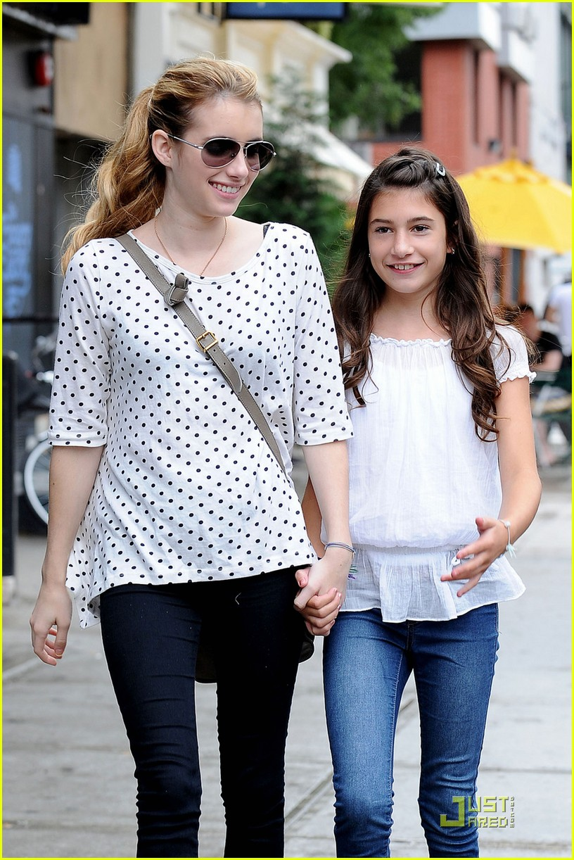 Emma Roberts Strolls With Sister Grace Photo 435739 Emma Roberts Pictures Just Jared Jr