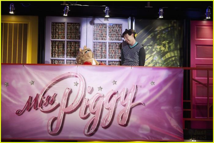 miss piggy so random 01