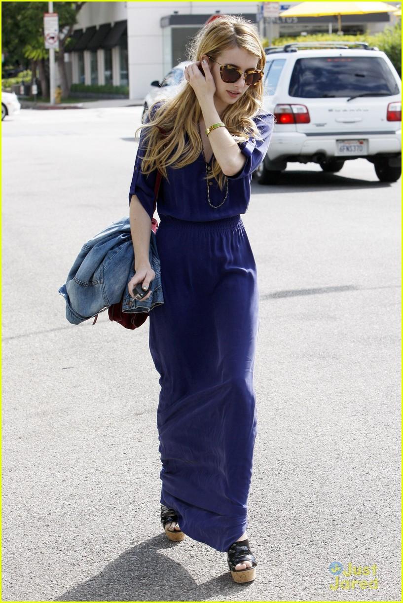 emma roberts blue dress 05