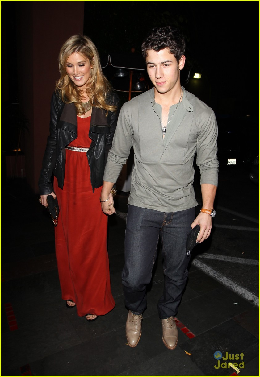 nick jonas delta goodrem dinner date 14