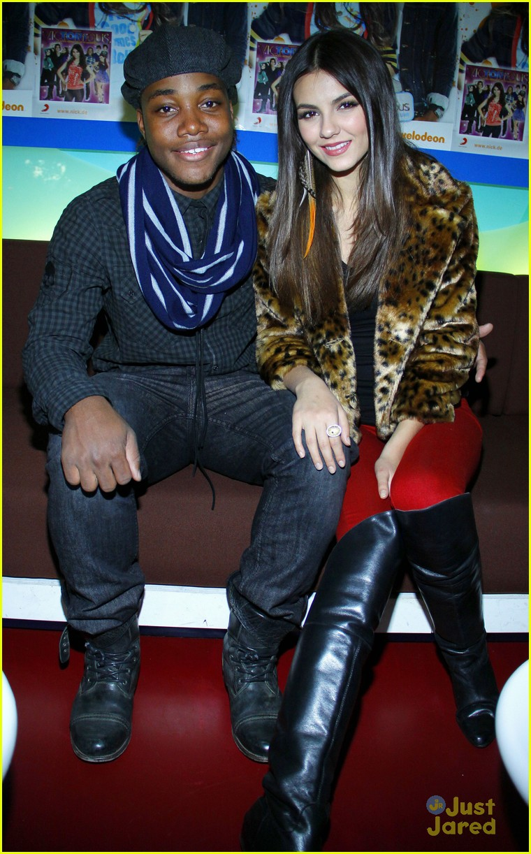 Victoria Justice Leon Thomas Germany Meet Greet Photo 443488