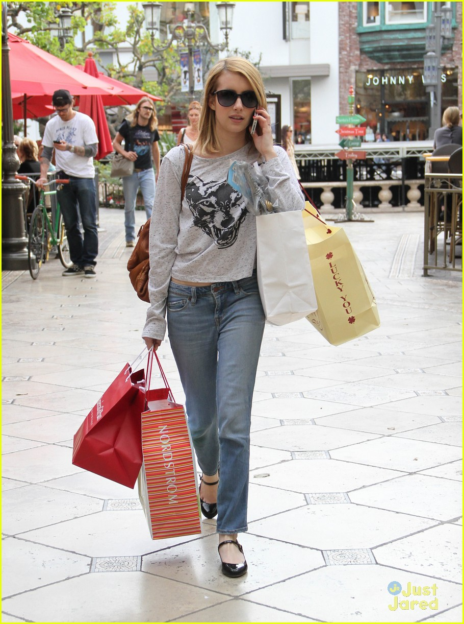 emma roberts holiday shopper 01