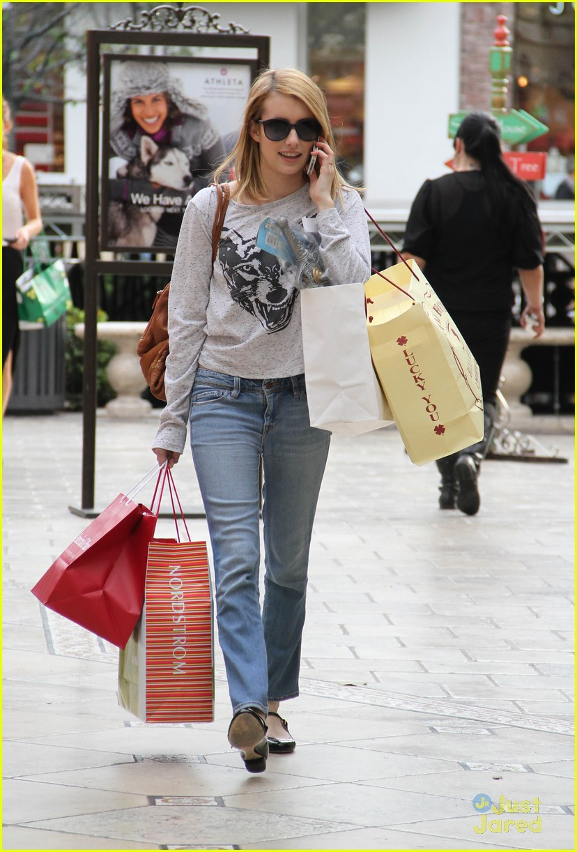 emma roberts holiday shopper 04