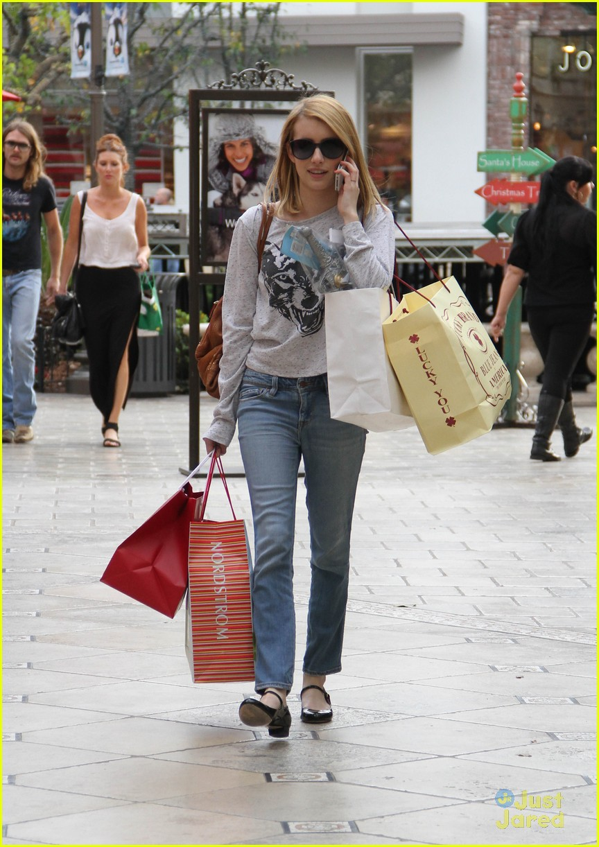 emma roberts holiday shopper 05