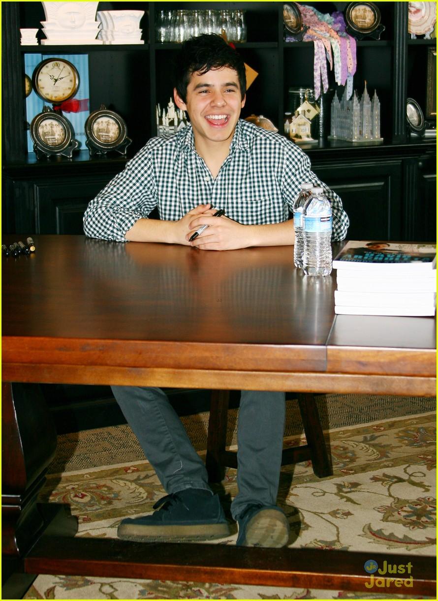 david archuleta book signing 01