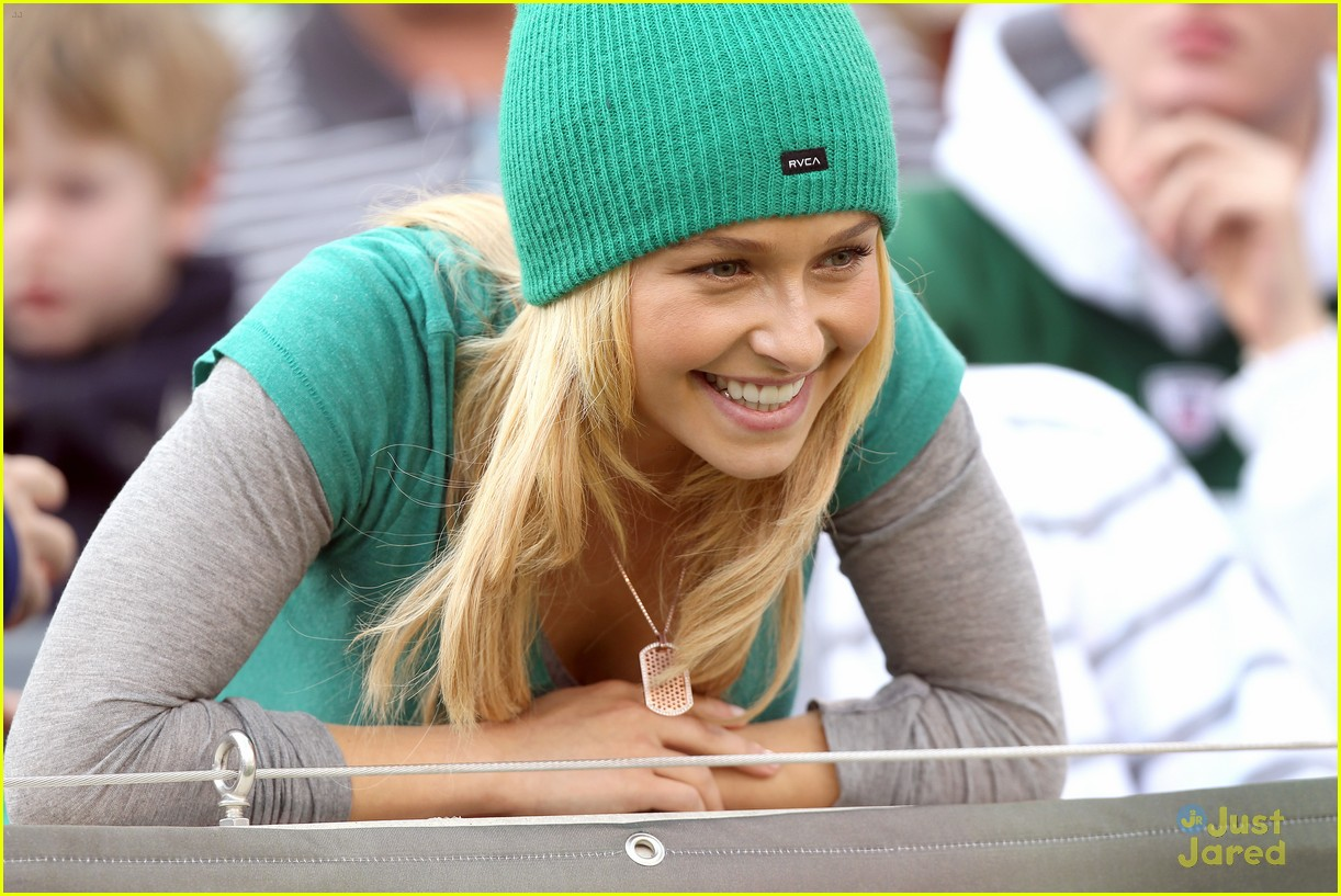 hayden panettiere football game 03