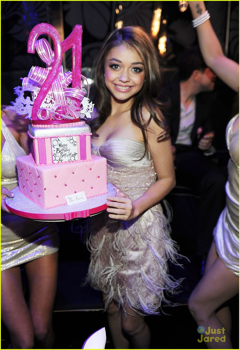 Sarah Hyland Birthday At The Bank Photo 451894 Photo
