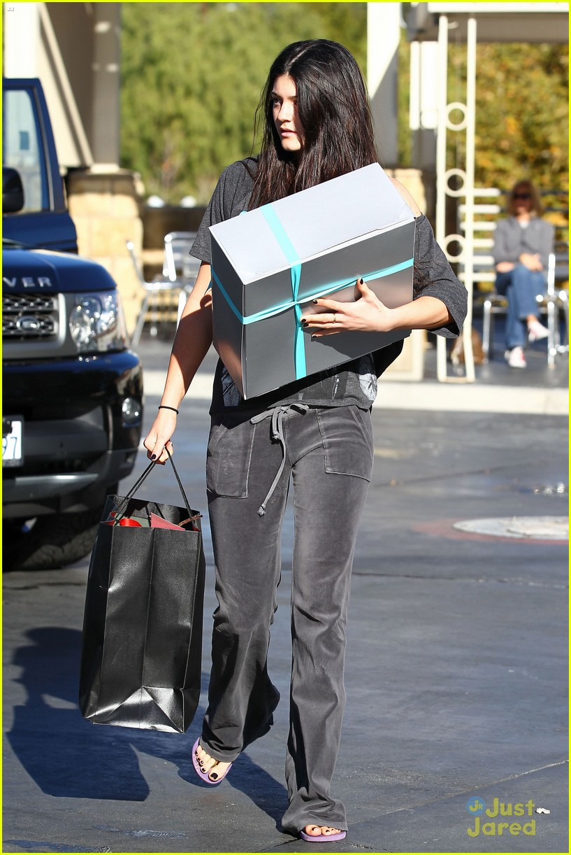 kendall kylie jenner christmas shopping 09