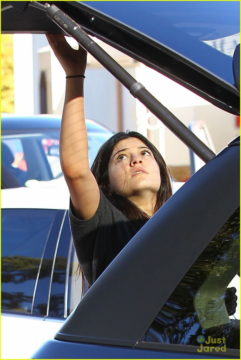 kendall kylie jenner christmas shopping 25