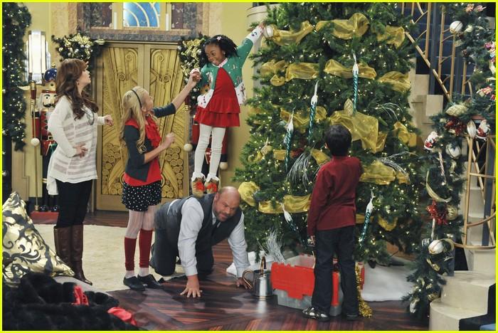 Jessie Christmas.Debby Ryan Jessie S Christmas Story Photo 451216