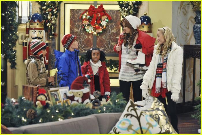 Jessie Christmas.Debby Ryan Jessie S Christmas Story Photo 451223