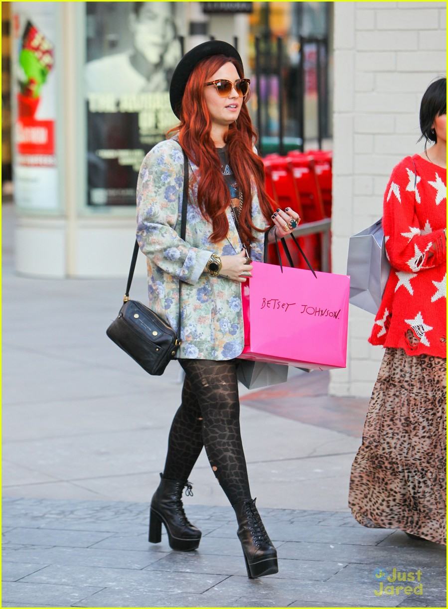 demi lovato holiday shopping 13