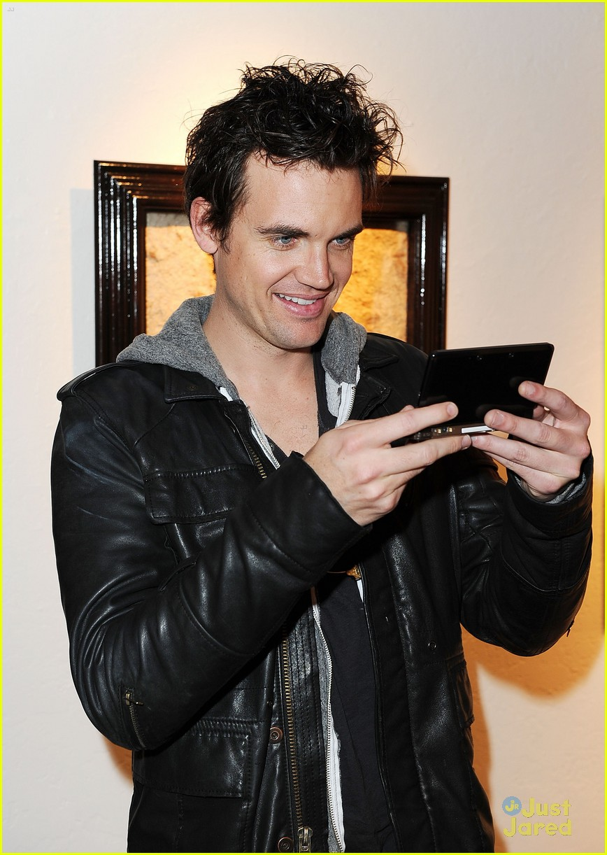 tyler hilton is dating