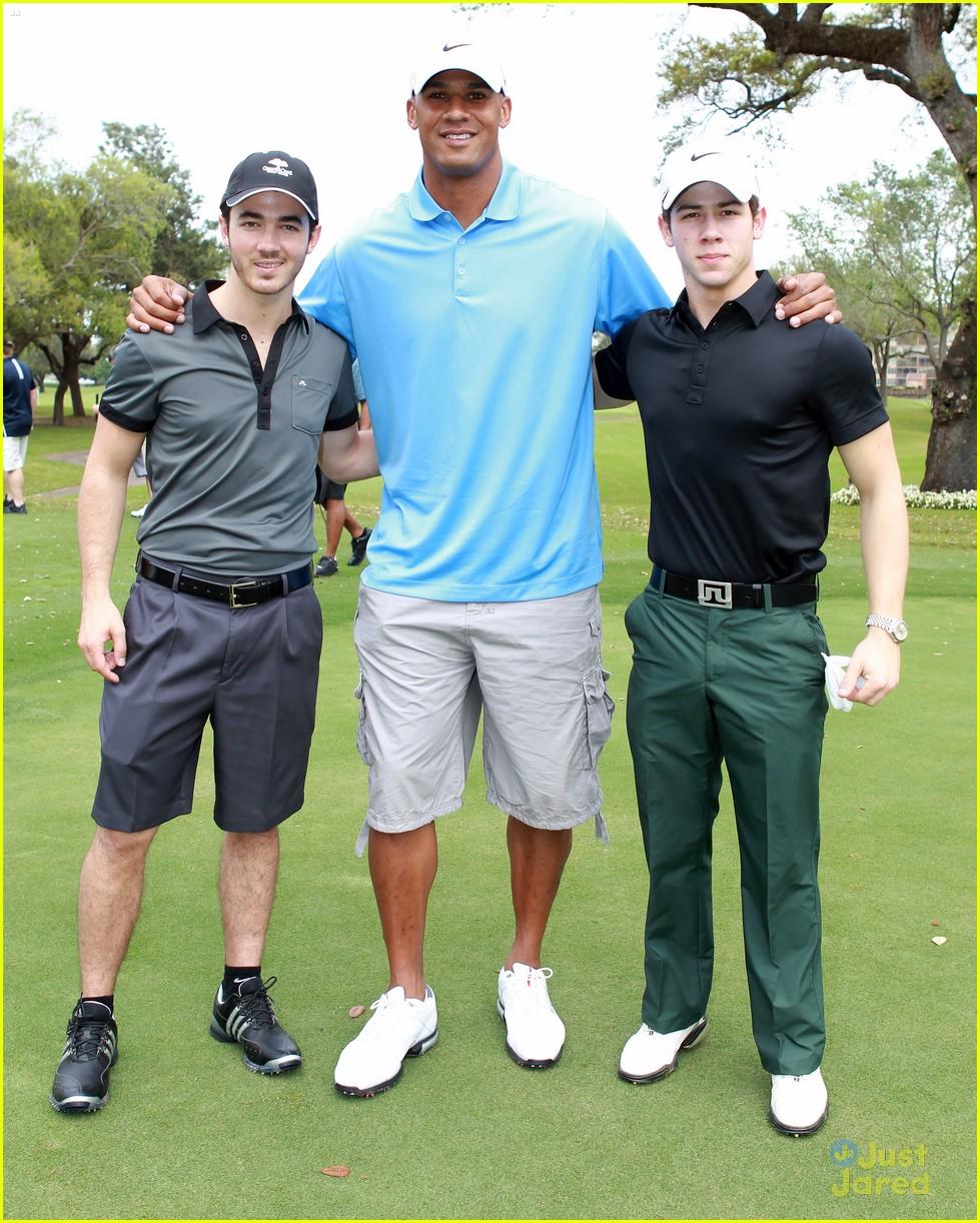 nick kevin jonas golf guys 02