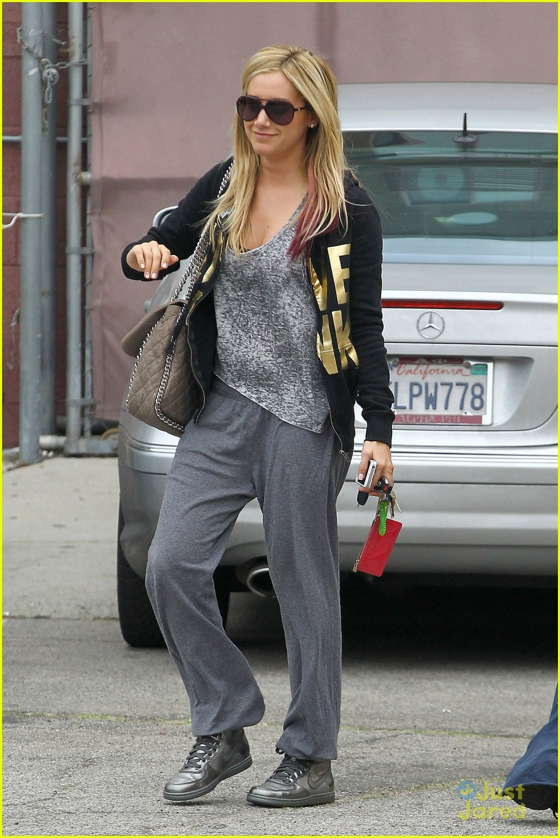 ashley tisdale vanessa hudgens dance studio 09
