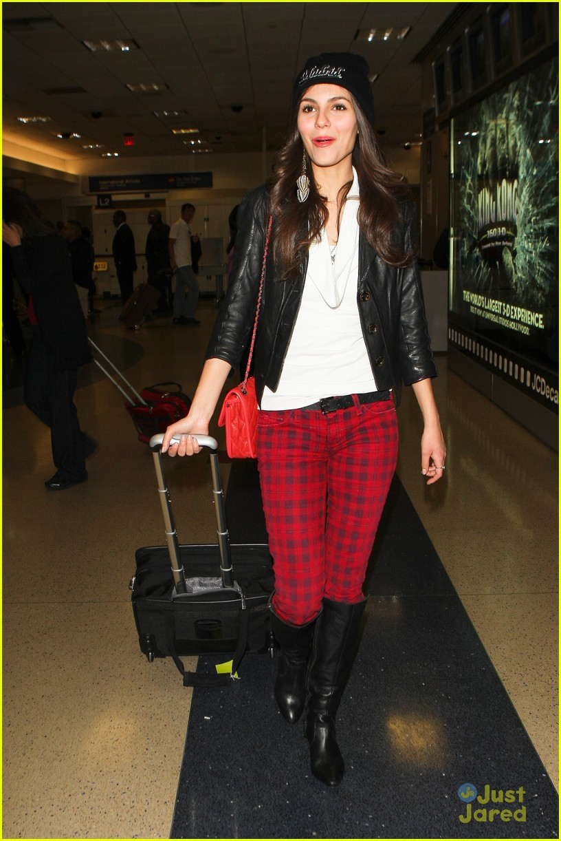 victoria justice red plaid pants 07