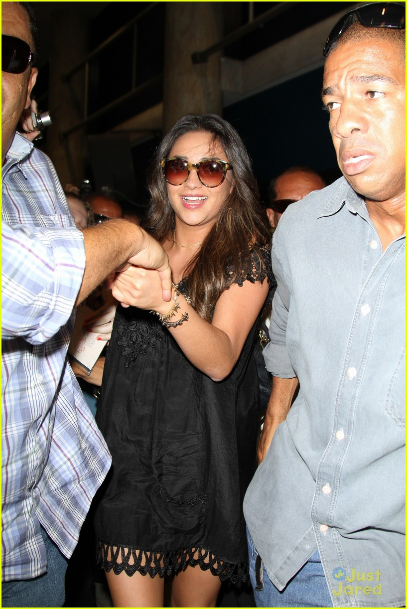 lucy hale shay mitchell bye brazil 05