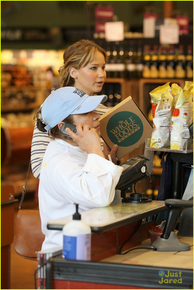 jennifer lawrence whole foods 03