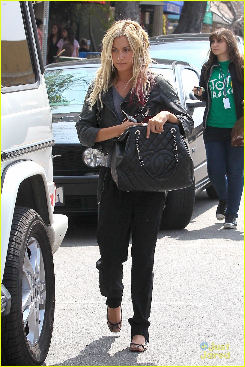 ashley tisdale lunch mikayla 08