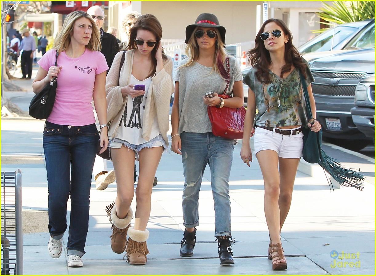 ashley tisdale sm shopping 01