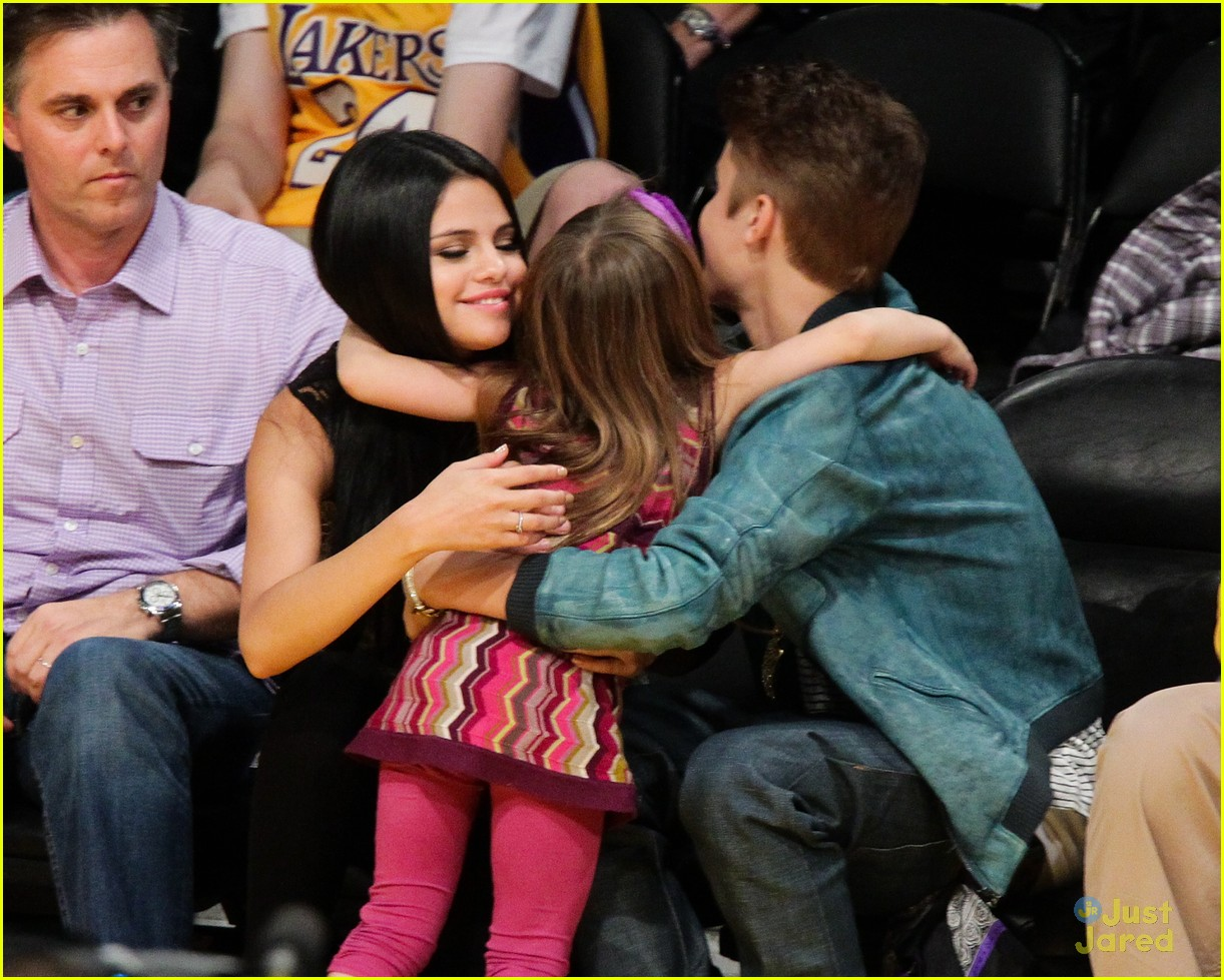 Justin bieber and selena gomez kissing pity, that